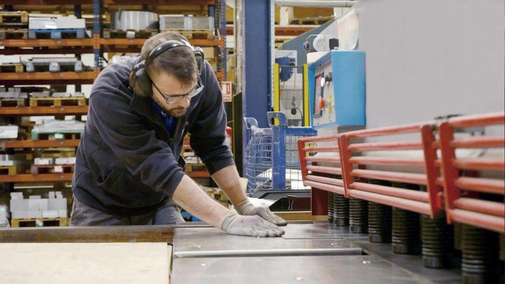 Corte de aluminio mediante cizalla